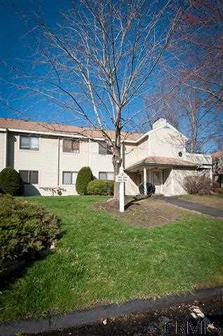 105 Grenadier Ct - Photo 2