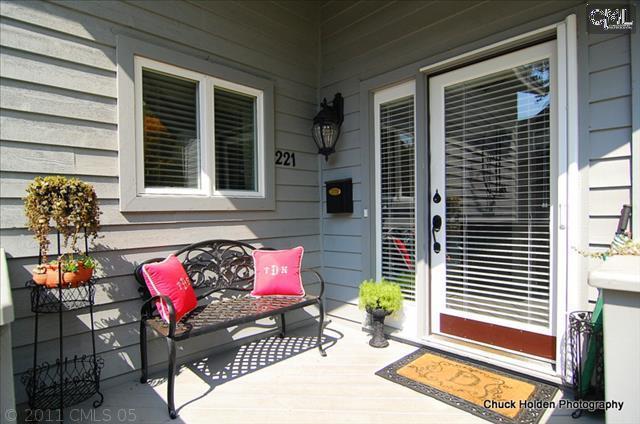 221 Blackhawk Terrace - Photo 1