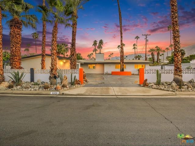 1329 Riverside Drive South, Palm Springs