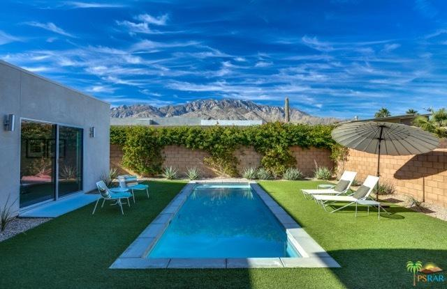 663 Bliss Way, Palm Springs