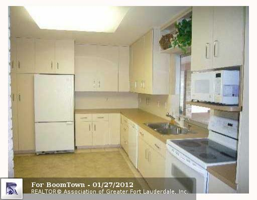 7221 5TH CT - Photo 2