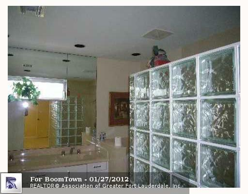7221 5TH CT - Photo 3