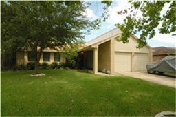 2312  Colonial Ct S  , League City, TX 77573 (MLS #68684479) :: REMAX Space Center - The Bly Team