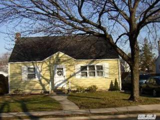 22  Jamaica Ave  , Plainview, NY 11803 (MLS #2748783) :: RE/MAX Wittney Estates