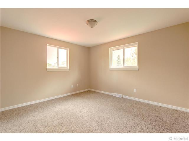 5466 Hinsdale Place - Photo 16