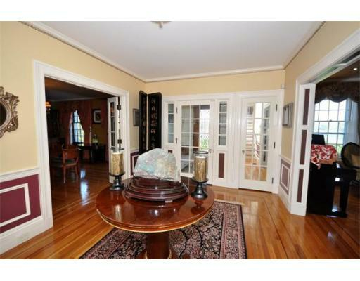 72 Beacon St - Photo 2