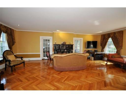 72 Beacon St - Photo 3