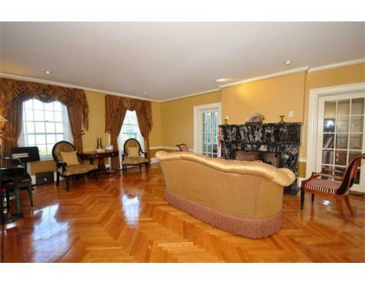 72 Beacon St - Photo 4