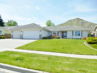 1724  Windsor Ct.  , Wenatchee, WA 98801 (MLS #705197) :: Nick McLean Real Estate Group