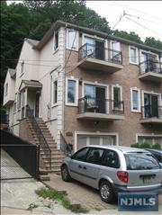 584  Undercliff Ave  , Edgewater, NJ 07020 (#1433040) :: Fortunato Campesi - Re/Max Real Estate Limited