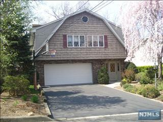 30  Hickory St  , Englewood Cliffs, NJ 07632 (#1438737) :: Fortunato Campesi - Re/Max Real Estate Limited