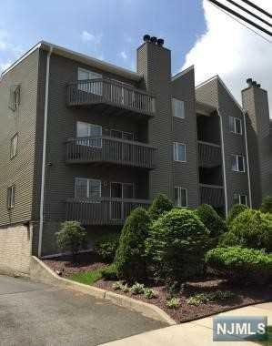 19  Jefferson St  C2, Hackensack, NJ 07601 (#1520180) :: Fortunato Campesi