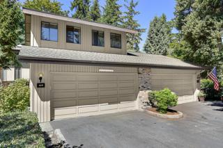 129  140th Place NE 3130, Bellevue, WA 98007 (#673902) :: Exclusive Home Realty