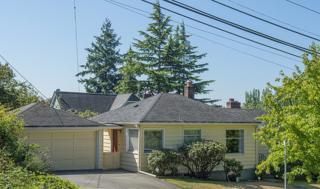 4205 NE 45th St  , Seattle, WA 98105 (#687949) :: Keller Williams Realty Greater Seattle