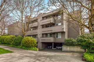 3890 N Whitman Ave N 102, Seattle, WA 98103 (#764381) :: Home4investment Real Estate Team