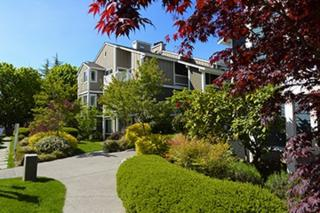 300 N 130th St  1304, Seattle, WA 98133 (#755949) :: Exclusive Home Realty