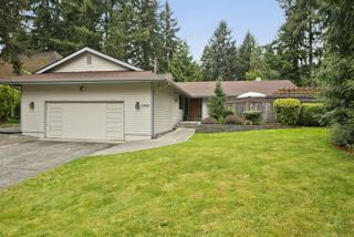 11908 SE 92nd St  , Newcastle, WA 98056 (#782477) :: Exclusive Home Realty