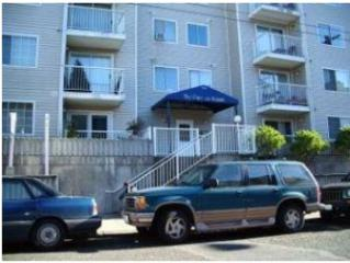 1616  Summit Ave  504, Seattle, WA 98122 (#719149) :: Exclusive Home Realty