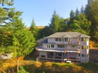 95037  Haynes Way Ln  , North Bend, OR 97459 (MLS #15215968) :: The Rian Group Real Estate