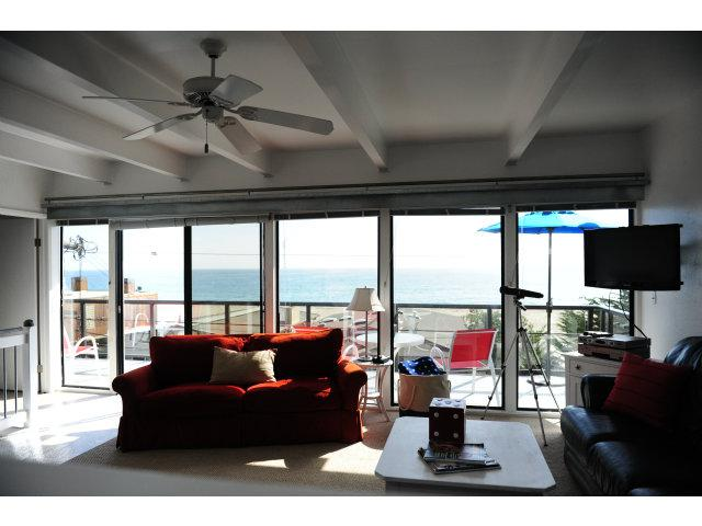 526 Beach Dr - Photo 2