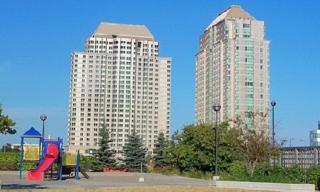 11  Lee Centre Dr  910, Toronto, ON M1H 3J5 (#E3004916) :: Mike Clarke Team