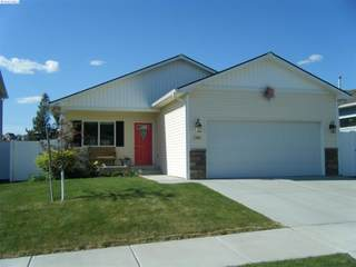 1380 SW Lost Trail Dr  , Pullman, WA 99163 (MLS #207150) :: United Home Group Tri-Cities