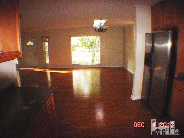 1418 Robinhood - Photo 3